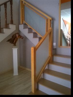 Barandas de escaleras en madera ortiz sevilla for Barandas de madera para escaleras interiores